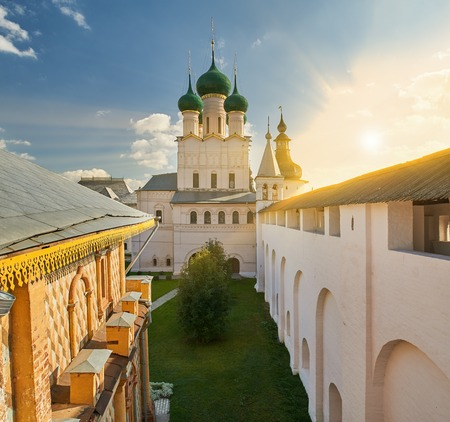Assumption Cathedral and church of the Resurrection in Rostov Kremlin. The ancient town of Rostov The Great is a tourist center of the Golden Ring of Russia. 報道画像