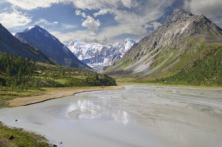 Roerich landscape of the Yarlu valley. Beautiful spring landscape, Russia, Siberia, Altai mountains, Katun ridge. Dawn on a mountain lake near Belukha Mountain. Standard-Bild