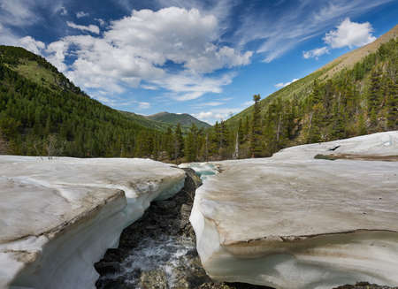 Bright sunny day. Mountain river Russia Siberia Grny Altai. Mountain landscape. Spring melting snow on a mountain river. Standard-Bild