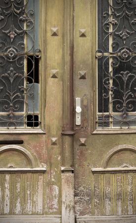 puertas antiguas: Viejas puertas, manijas, cerraduras, celos�as y ventanas
