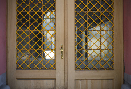 puertas viejas: Viejas puertas, manijas, cerraduras, celosías y ventanas