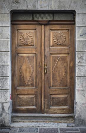 Les vieilles portes, les poignées, les serrures, les treillis et les fenêtres. Ljubljana. Banque d'images
