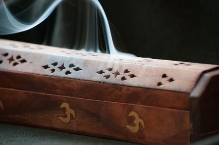 incienso: caja de incienso y el humo