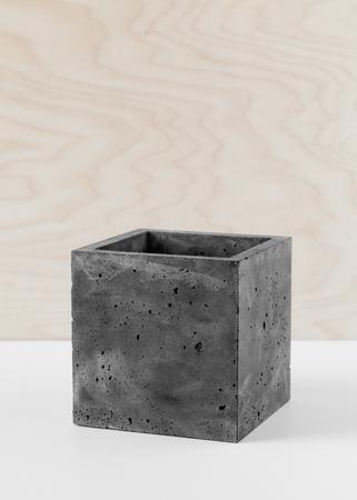 Stijlvolle zwarte pot van vezelbeton voor binnenplanten