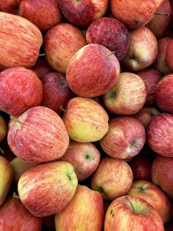 Red juicy ripe apples close up Foto de archivo