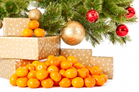 dacorated: Christmas tree with gifts and presents and mandarines, isolated on white