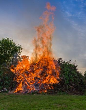 smolder: Bonfire at a camp in natural surroundings.