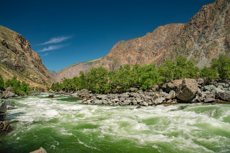 Chulyshman river is doing sprint on the direct site, Altai mountains, Siberia, Russia 版權商用圖片