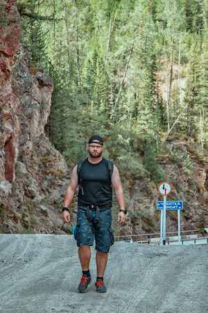 Tourist on the road in the Altai mountains, Russia 版權商用圖片