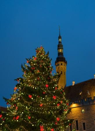 Christmas Fair in Old Tallinn, Christmas tree on the square in Old Tallinn 版權商用圖片