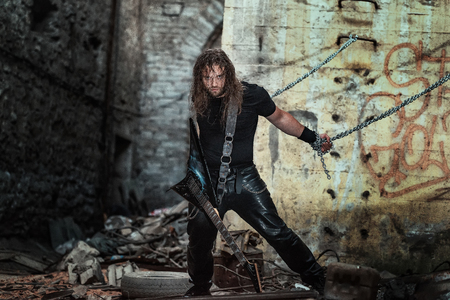 brutal longhair man with leather pants and cool guitar 版權商用圖片 - 114748191