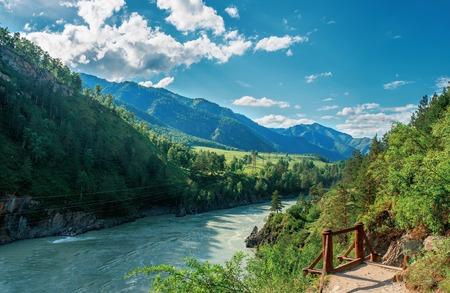 Katun river, Chemal, Altay, Siberia 版權商用圖片 - 123733011