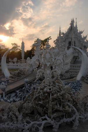 budda: Wat Rong Khun