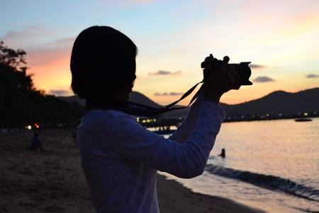 caballo bebe: fotograf�a sombra mar puesta de sol Foto de archivo