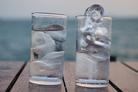 Glass of ice water Imagens - 56574313