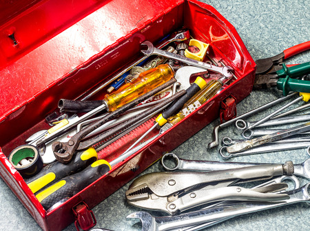 Well used old tools and red tool box 版權商用圖片 - 33795459