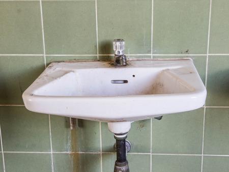 dirty old toilet 版權商用圖片 - 34297425