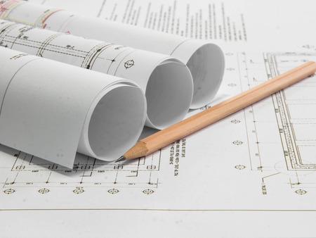 Plan architectural du b timent de bureaux avec des crayons banque