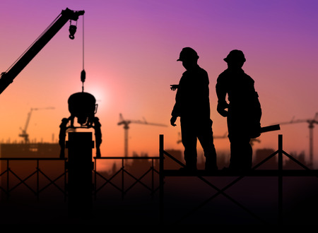 silhouette engineer looking a building site over Blurred construction worker on construction site 版權商用圖片 - 42158686