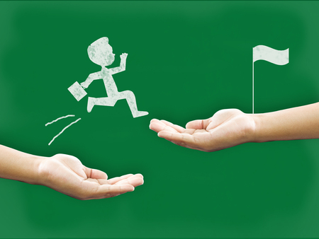 mano e lavagna manager e mentore per aiutare a sviluppare il potenziale all'interno del team per la crescita della carriera personale.potenziale e motivare dipendente al concetto di crescita.Business e potenziale concetto di persone