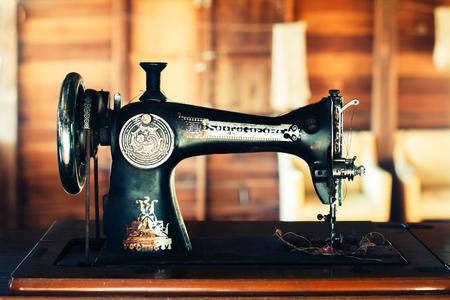 Eastman Sastre ES22 oro rosa máquina de coser