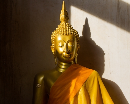 Buddha statue light shines photo