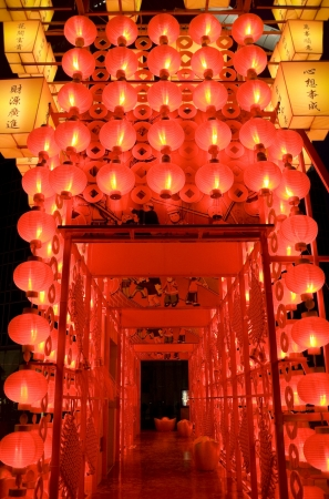 chinese lanterns: The traditional red lanterns at night for chinese new year