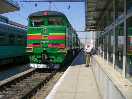 Tashkent, Uzbekistan - Aug 27, 2007: Soviet made 2TE10M model locomotive used in the Uzbekistan Railway 新闻类图片