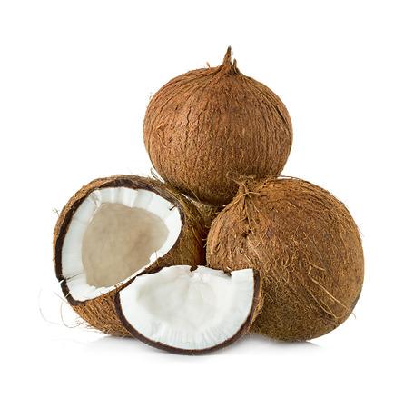 Kokosnoten geïsoleerd op witte achtergrond