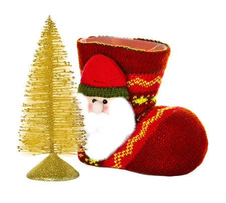 botas de navidad: Botas, calcetines de Navidad y abeto aislados sobre fondo blanco Foto de archivo