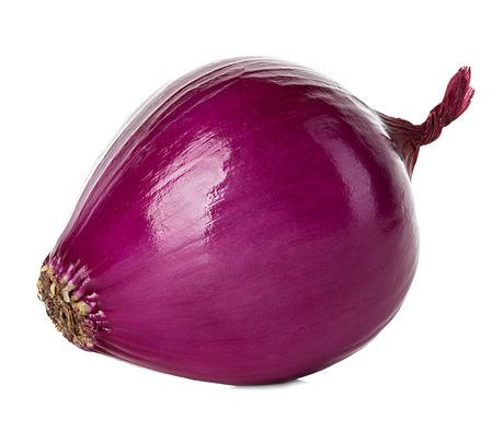 cebolla: Cebolla roja aislada en el fondo blanco