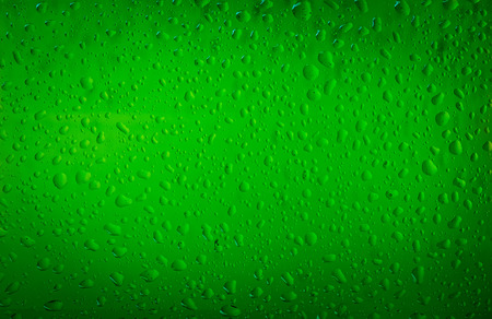 Texture water drops on the bottle of beer. Beer background Banque d'images