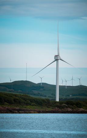 スコットランドの西の風力タービン