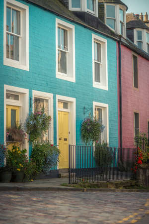 Colorful Houses on a Cobbled Street in South Queensferry near Edinburgh Scotland Stock fotó