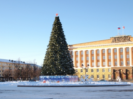 huge christmas tree: Christmas tree in the central square. Russia. Veliky Novgorod.