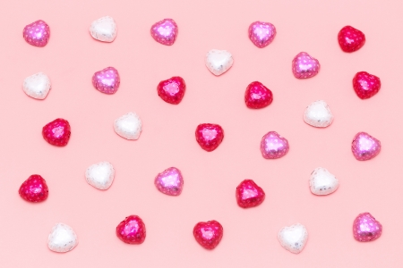 scattered in heart shaped: Many scattered heart chocolates