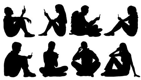 adolescente: Poeple sentados utilizan siluetas de teléfonos inteligentes en el fondo blanco