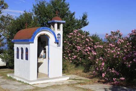 sithonia: Roadside ricordo segno dei morti nell'incidente. Penisola di Sithonia nella Grecia settentrionale.