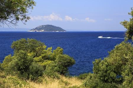 sithonia: Bellissima costa e Kelyfos Island. Penisola di Sithonia. Grecia. Archivio Fotografico