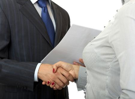 manos estrechadas: El hombre y la mujer apretón de manos. Tarjetas de gente de negocios.