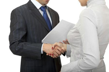 manos estrechadas: El hombre y la mujer apret�n de manos. Tarjetas de gente de negocios.