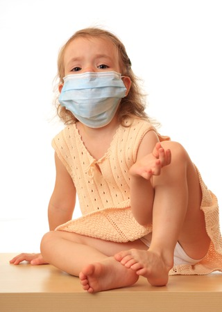 A little girl is in a non-permanent medical mask.