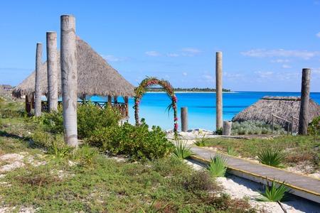 Gazebo van het huwelijk op de Caraïbische kust. Sol Cayo Largo. Cuba. Stockfoto - 35217078