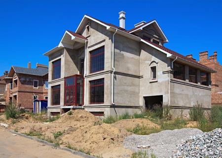 befejezetlen: Befejezetlen ház.