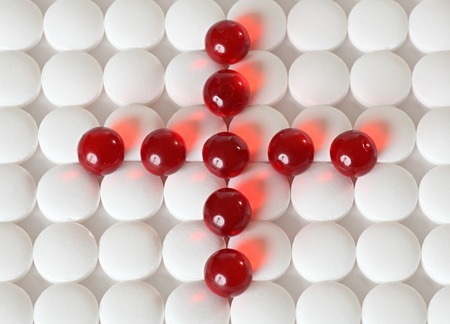 illnesses: Tabletas - tratamientos m�dicos para enfermedades. Fondo aislado.