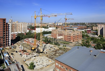 highriser: Omsk, Russia - August 17, 2013: Construction of high-rise apartment brick building.