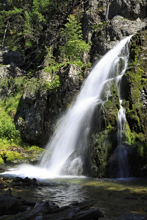 western slope: Scenic Muehtinsky waterfall in the Altai Republic.