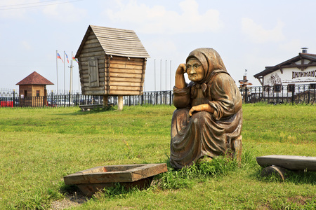 woodland sculpture: Novotyryshkino, Russia - July 31, 2013: Grandma with nothing. Wooden sculptures based on Pushkins fairy tales. Tourist Complex Siberian Podvorye. Editorial
