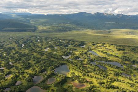hot temper: Reserva Natural Kronotsky en la península de Kamchatka. Vista desde el helicóptero.