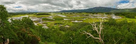hot temper: Panorama de Uzon Caldera. Reserva natural de Kronotsky en la península de Kamchatka.
